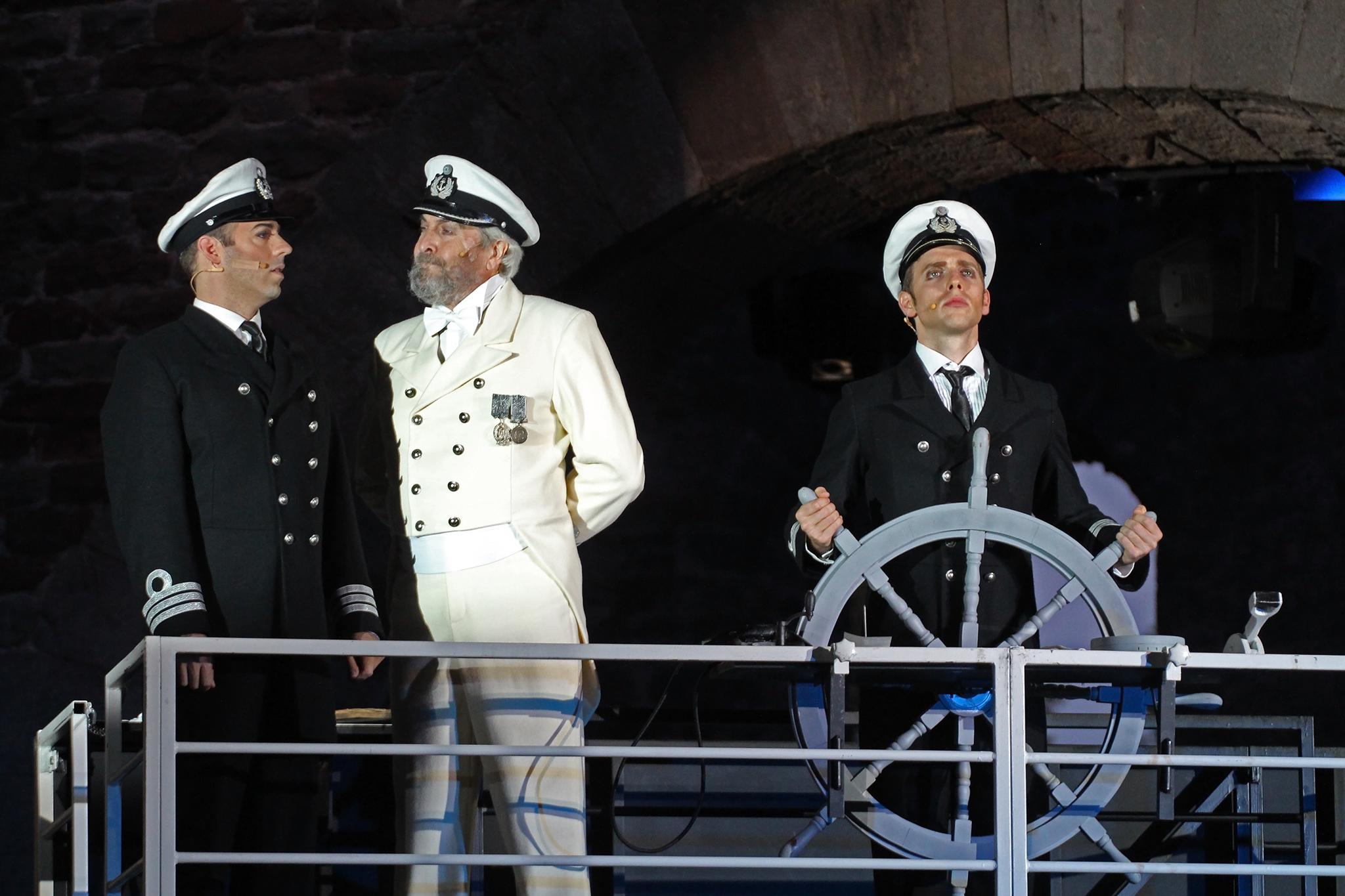 titanic steuer